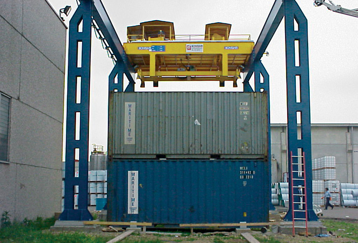 Cầu trục xử lí container